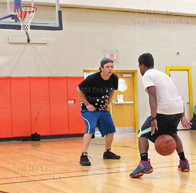 Engineering sophomore Jeff Gee guards mortuary science sophomore Bryan Thomas during a game of 21 during recreational hours Tuesday in Gym 1 of Candler. Gee bested Thomas with a 21-15 final score. The gym's recreational hours are 2:15 p.m.-4 p.m. Monday and Wednesday, 1:30 p.m.-3:30 p.m. Tuesday and Thursday and 1 p.m.-3 p.m. Friday. Photo by Daniel Carde