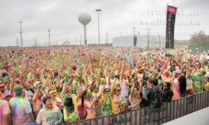More than 7,000 people gather at the end of the Graffiti Run.   Monica Correa